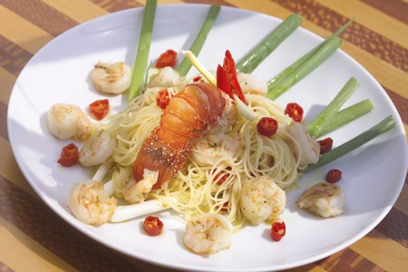 spiny lobster: Spaghetti with shrimps and spiny lobster tail (Bahia) LANG_EVOIMAGES