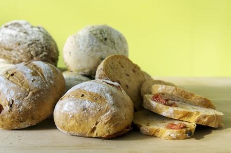 several breads: Olive bread LANG_EVOIMAGES