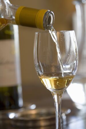 no movement: White wine being poured into a glass