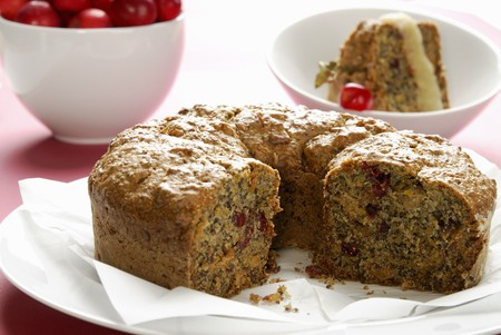 carrot cake: Cranberry carrot cake LANG_EVOIMAGES
