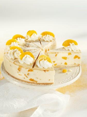 cream cake: Wine cream cake with peaches LANG_EVOIMAGES