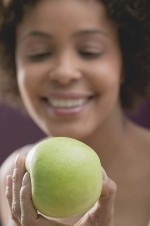 20 to 25 year olds: Young woman with a fresh apple LANG_EVOIMAGES
