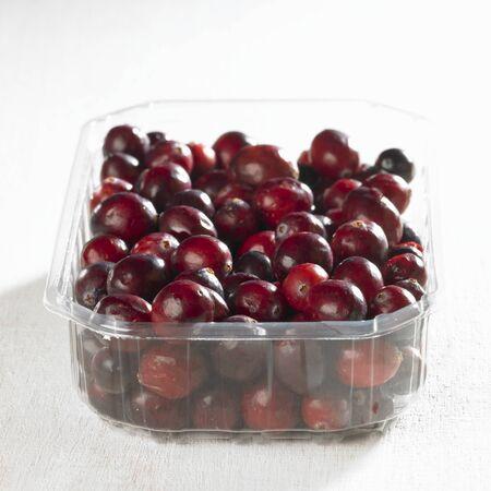 vaccinium macrocarpon: Cranberries in plastic punnet