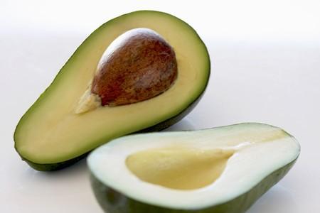 halved: Avocado, halved LANG_EVOIMAGES