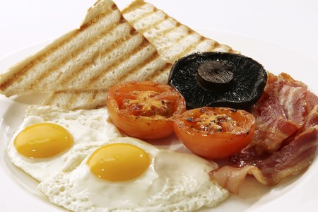 english breakfast: English breakfast with fried egg, bacon, tomatoes, mushrooms and toast