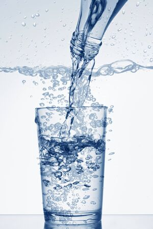 no movement: Pouring water from a bottle into a glass