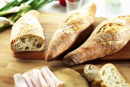 campagne: Pain de campagne on a chopping board