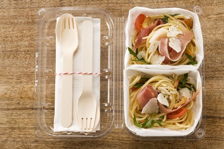 substantial: Spaghetti salad with Parma ham to take away