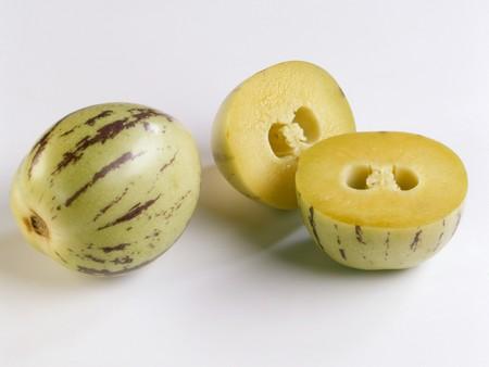 pepino: A pepino melon beside two pepino melon halves