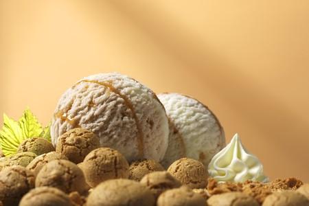 amaretto: Amaretto dairy ice cream and amarettini