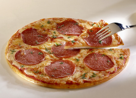 substantial: Salami pizza