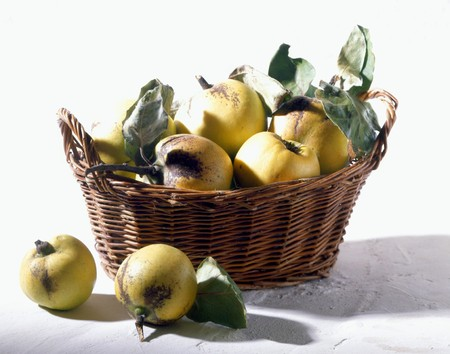 quinces: Quinces in a small basket