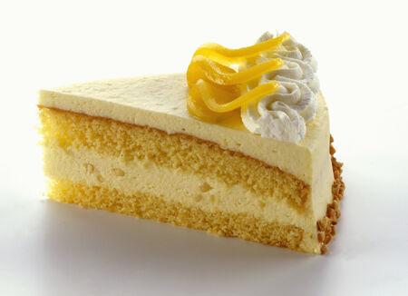 cream cake: A piece of lemon cream cake LANG_EVOIMAGES