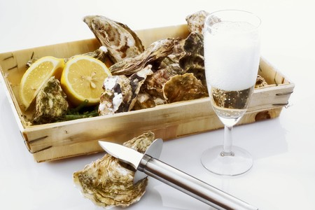 champers: Fresh oysters in a box with a glass of champagne LANG_EVOIMAGES