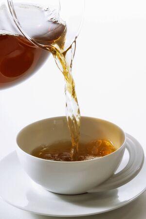 no movement: Pouring tea into a teacup