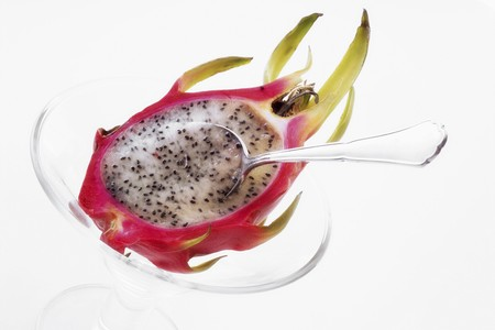 teaspoon: Half a pitahaya in glass bowl with teaspoon LANG_EVOIMAGES