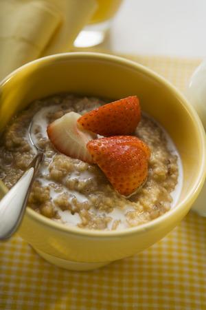 macerated: Porridge with milk and strawberries