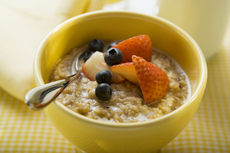 macerated: Porridge with milk and berries