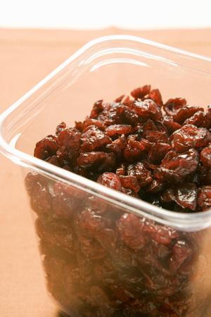 vaccinium macrocarpon: Dried cranberries in plastic container