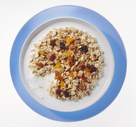well made: Muesli with dried fruit and milk
