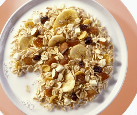 well made: Banana muesli with dried fruit and milk