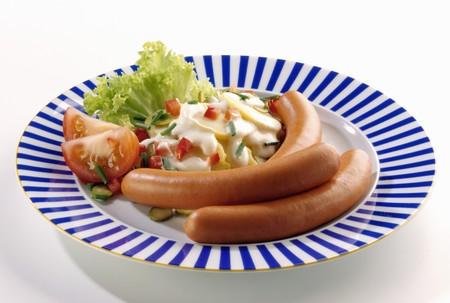 wienie: Frankfurters with potato salad LANG_EVOIMAGES