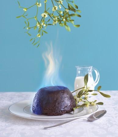 christmas pudding: Flaming Christmas pudding and mistletoe