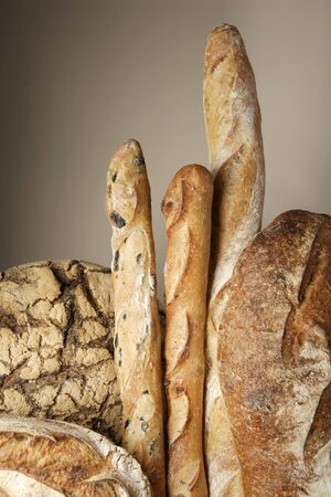 several breads: Assorted loaves of bread and baguettes LANG_EVOIMAGES