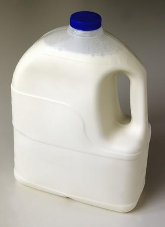 kunststof fles: Milk in a plastic bottle