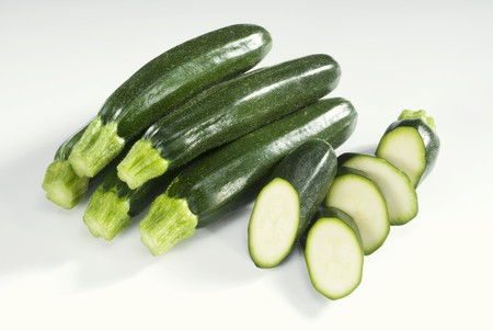 cocozelle: Several whole and one sliced courgette LANG_EVOIMAGES