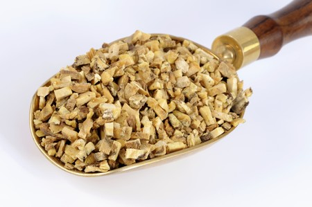nature cure: Dried angelica root in a scoop LANG_EVOIMAGES