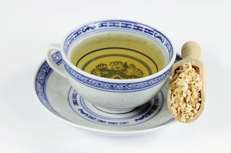 wooden scoop: Cup of tea with mulberry root in a wooden scoop LANG_EVOIMAGES