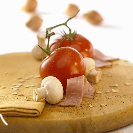 rolled oats: Ingredients: tomatoes, ham, mushrooms, rolled oats & shallots LANG_EVOIMAGES