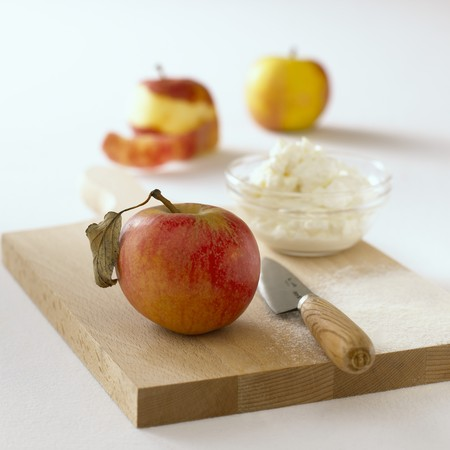 quark: Apple, a dish of quark and a knife on chopping board
