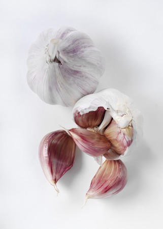 intact: Garlic bulbs, intact and broken apart