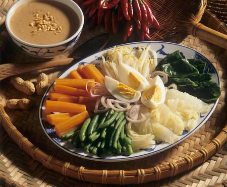 gado: Gado-gado with peanut sauce (Indonesia) LANG_EVOIMAGES