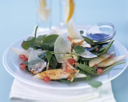 water cress: Watercress salad with asparagus, Parmesan & pomegranate seeds LANG_EVOIMAGES