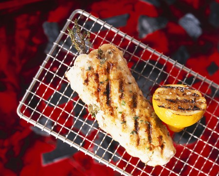 qs: Monkfish on a barbecue with herbs and lemon