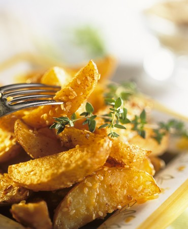 aaa: Potato wedges with sesame seeds and thyme LANG_EVOIMAGES