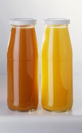 jugo de frutas: Dos botellas de zumo de fruta LANG_EVOIMAGES