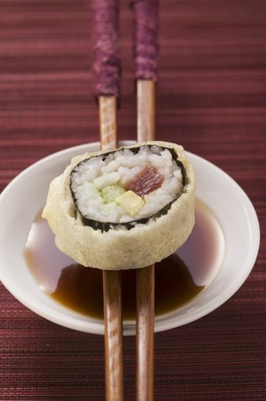 maki sushi: Maki sushi with tuna, cucumber and avocado over soy sauce LANG_EVOIMAGES