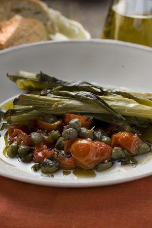 c�pres: Poireaux, tomates et c�pres