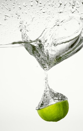 no movement: Lime falling into water