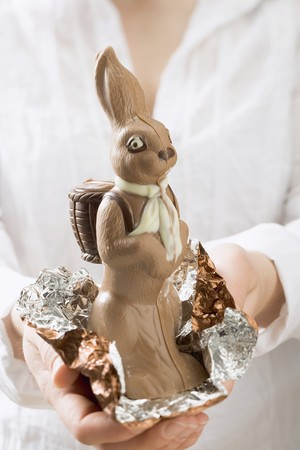 somebody: Woman holding chocolate Easter Bunny LANG_EVOIMAGES