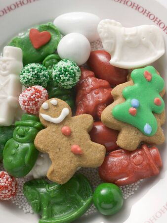 figurative: Christmas biscuits and sweets on plate LANG_EVOIMAGES