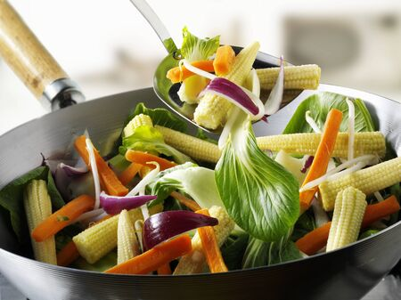 baby corn: Vegetables and baby corn cobs in wok LANG_EVOIMAGES