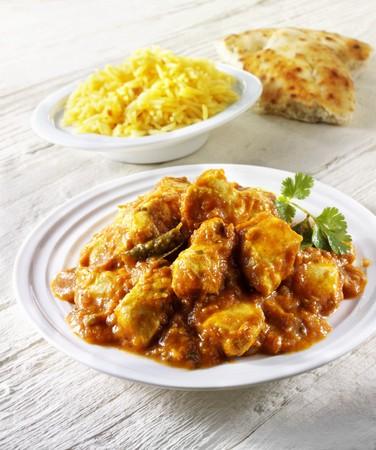 chicken curry: Chicken Curry, Reis und Fladenbrot (Indien)