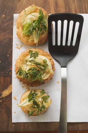 savoury: Savoury pear patties with deep-fried parsley
