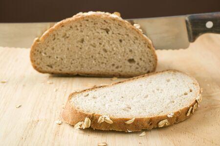 avena en hojuelas: Pan integral con copos de avena, en parte, en rodajas LANG_EVOIMAGES