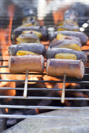 no movement: Sausage and pepper kebabs on barbecue